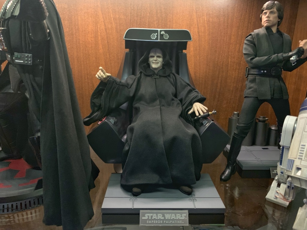 rotj - Hot Toys Star Wars Emperor Palpatine (Deluxe) Review - Page 2 2yxf9110