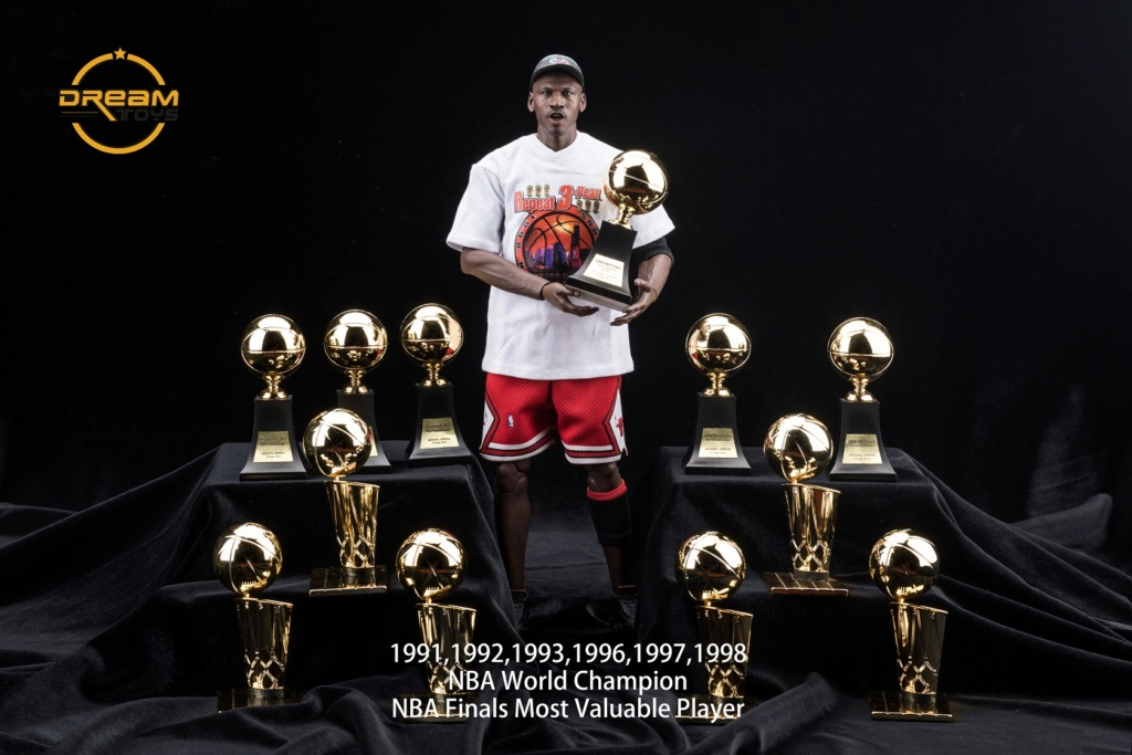 NEW PRODUCT: DREAMTOYS New: 1/6 MJ23 KB24 Jordan / Kobe - Honor Trophy Set 340