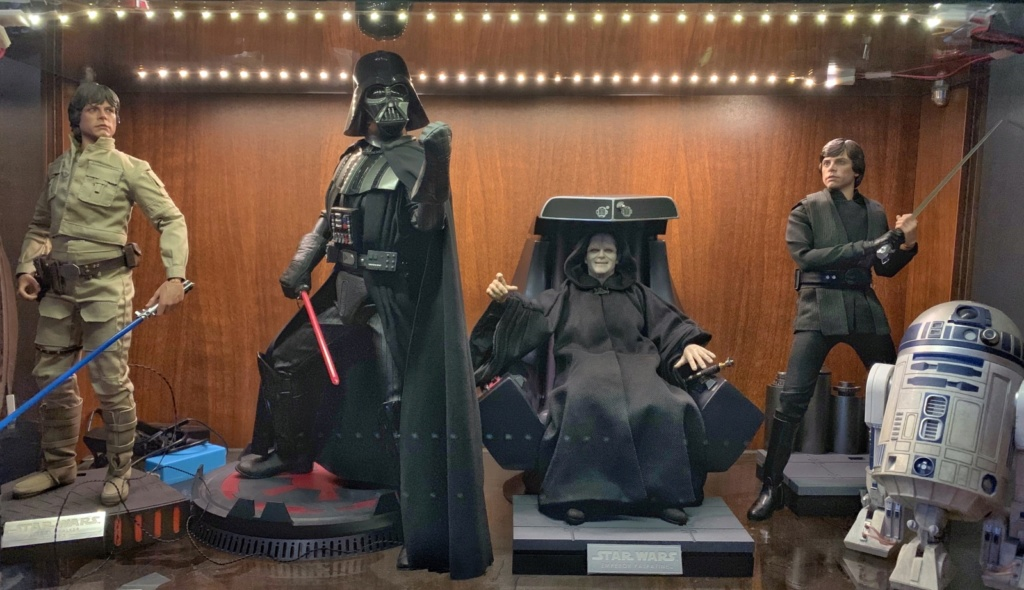 rotj - Hot Toys Star Wars Emperor Palpatine (Deluxe) Review - Page 2 34rh9310