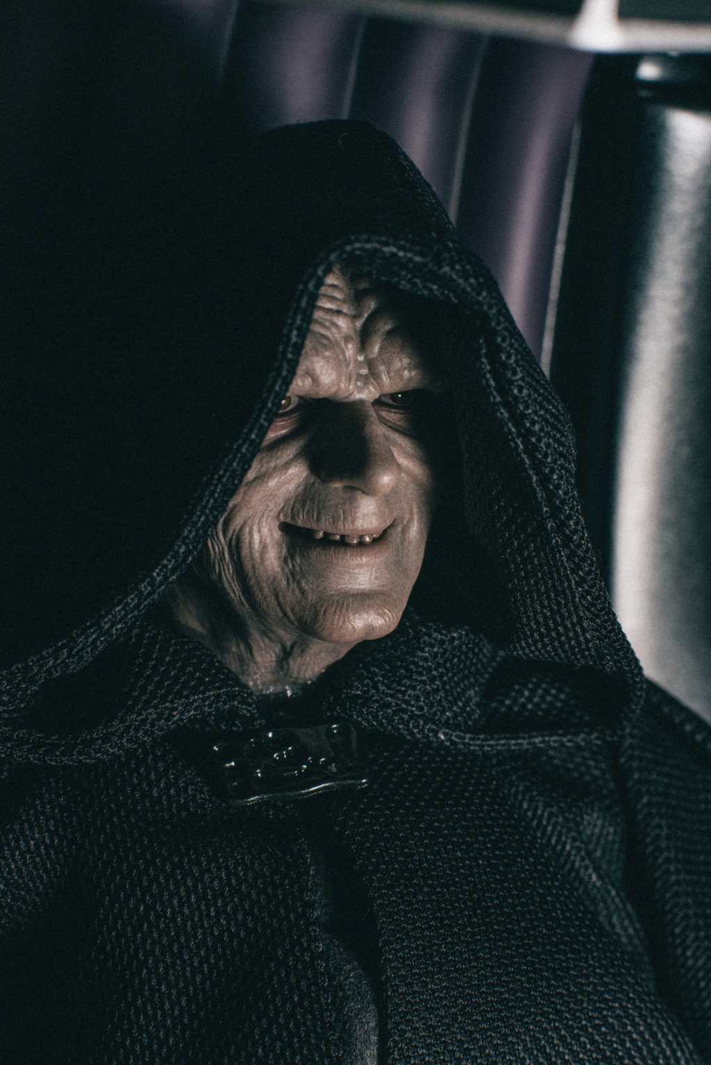 rotj - Hot Toys Star Wars Emperor Palpatine (Deluxe) Review - Page 2 4149
