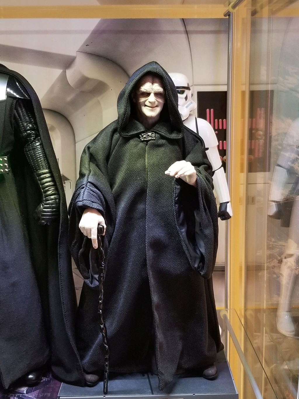 rotj - Hot Toys Star Wars Emperor Palpatine (Deluxe) Review - Page 2 48423010