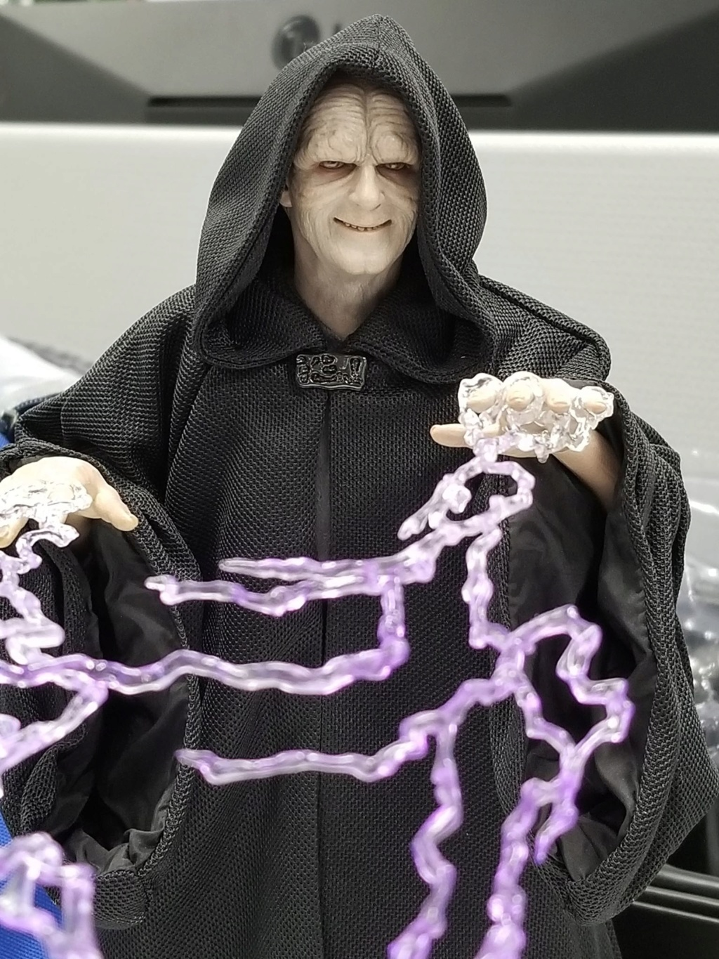 rotj - Hot Toys Star Wars Emperor Palpatine (Deluxe) Review - Page 2 48935110