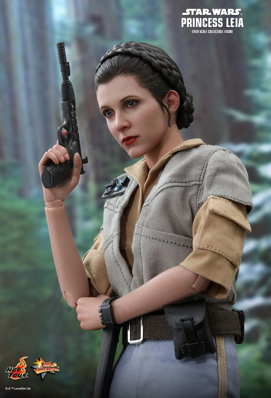 NEW PRODUCT: HOT TOYS: STAR WARS: RETURN OF THE JEDI PRINCESS LEIA 1/6TH SCALE COLLECTIBLE FIGURE 9203