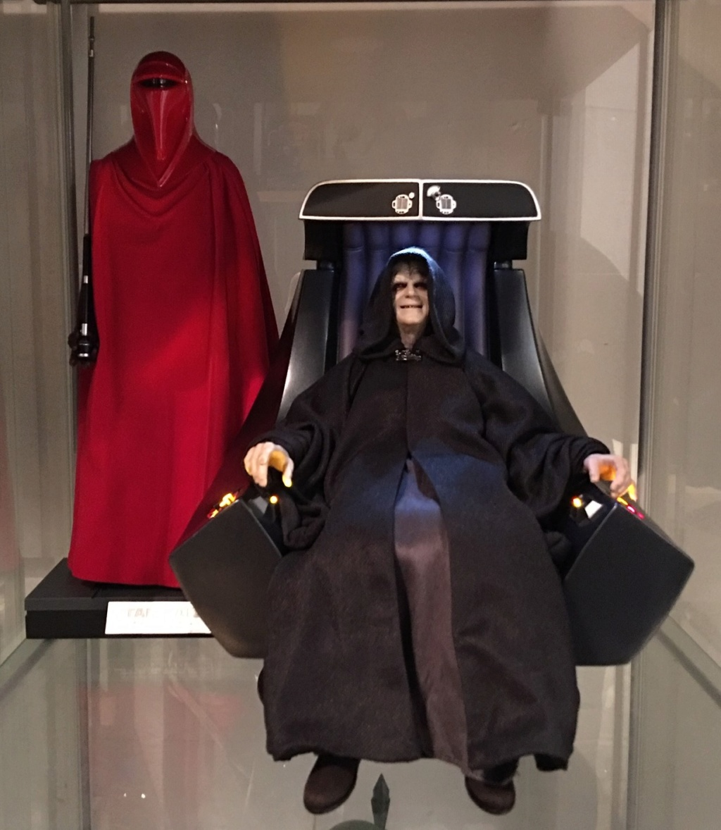rotj - Hot Toys Star Wars Emperor Palpatine (Deluxe) Review - Page 2 Img_2412