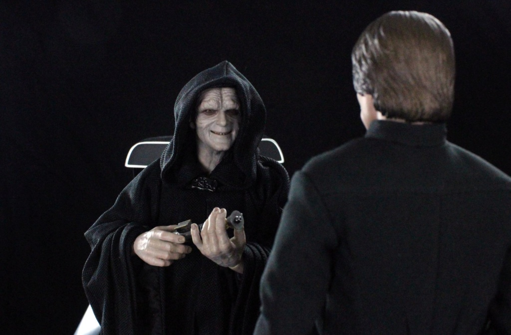 rotj - Hot Toys Star Wars Emperor Palpatine (Deluxe) Review - Page 2 Img_6412