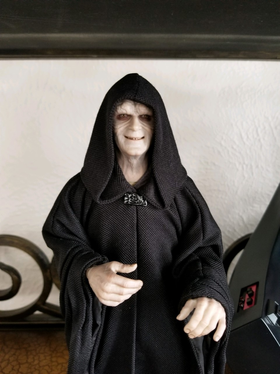 rotj - Hot Toys Star Wars Emperor Palpatine (Deluxe) Review - Page 2 Thumbn12