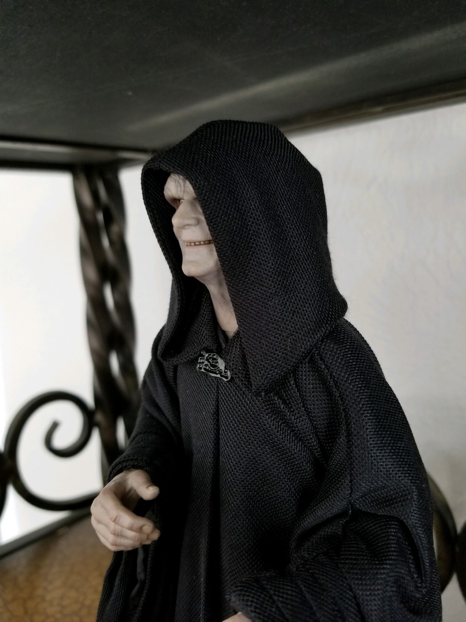 rotj - Hot Toys Star Wars Emperor Palpatine (Deluxe) Review - Page 2 Thumbn13