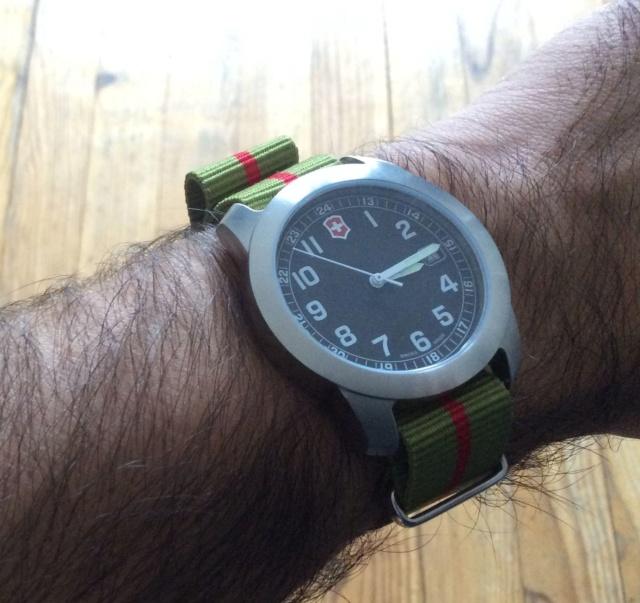 victorinox - Choix d'un bracelet pour Victorinox Img_0311