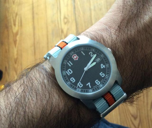 victorinox - Choix d'un bracelet pour Victorinox Img_0312
