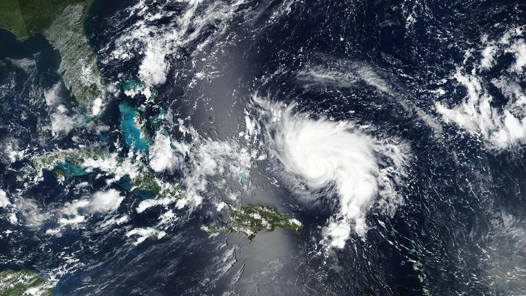 اعصار دوريان يتجهه بقوة الى سواحل امريكا 5d696c10