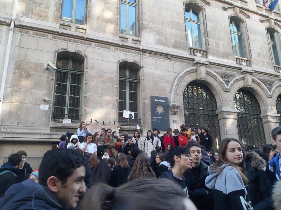 Les professeurs du lycée Louis le Grand  décident la grève reconduite depuis vendredi - Page 3 82219410