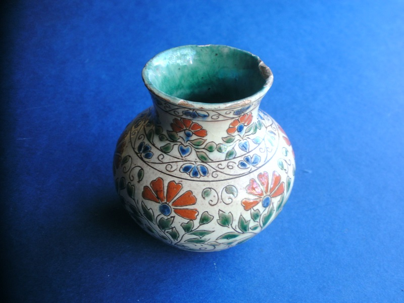 ID help please? Continental tin glazed vase  Pict0717