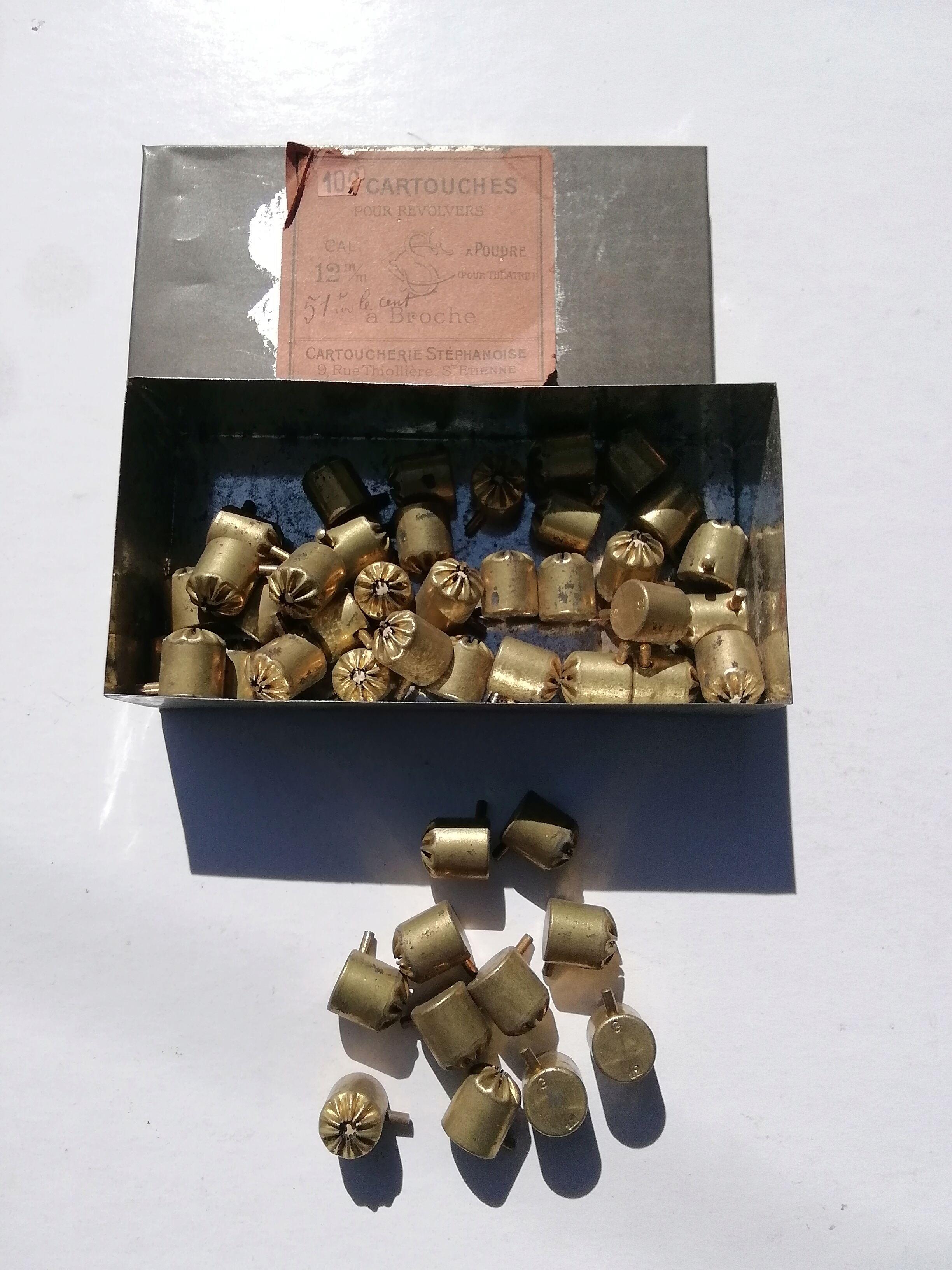 Cartouches 12mm à broche pour le théâtre  Img_2968