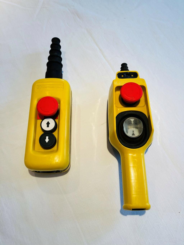 Télécommandes, Boites pendantes télémécanique neuves, 2, 3 et 5 boutons Copie118