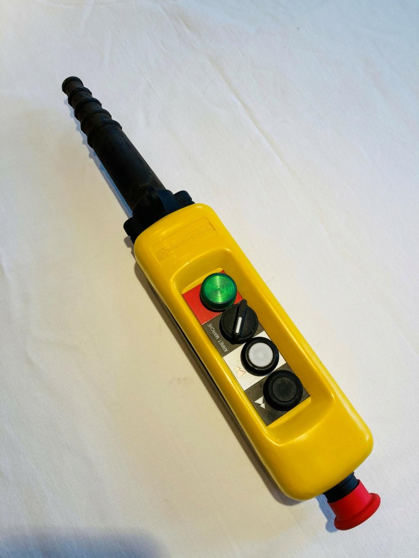 Télécommandes, Boites pendantes télémécanique neuves, 2, 3 et 5 boutons Copie119