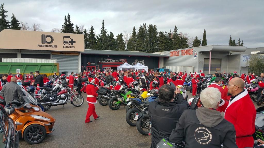 La PARADE des Père/Mère Noël motards Depart10