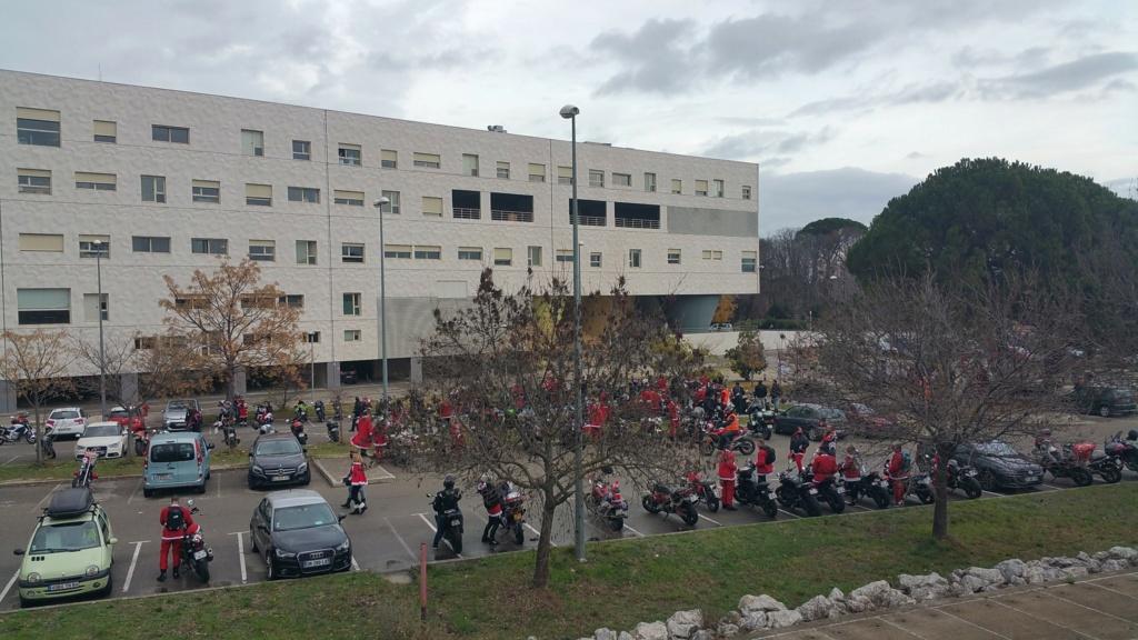 La PARADE des Père/Mère Noël motards Hopita10