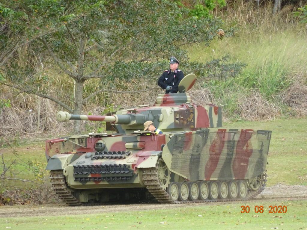 running ww2 tanks Dsc00716