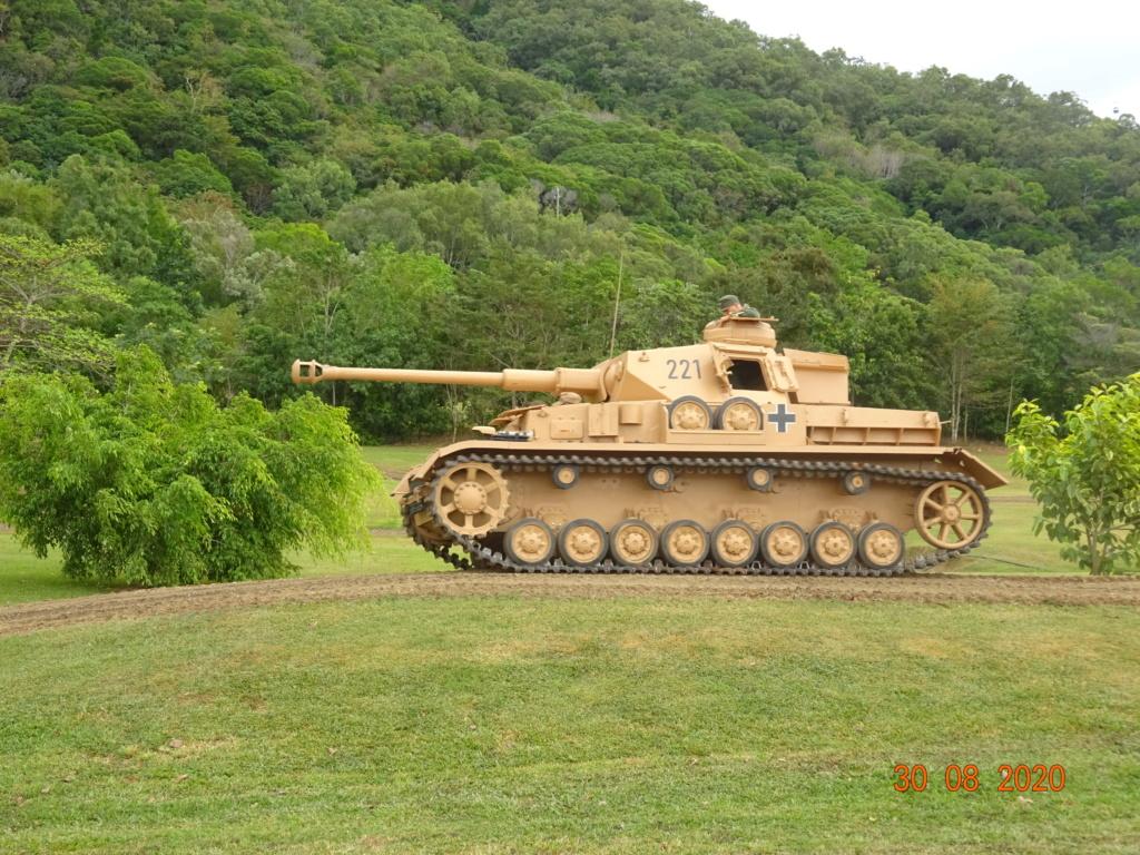 running ww2 tanks Dsc00717