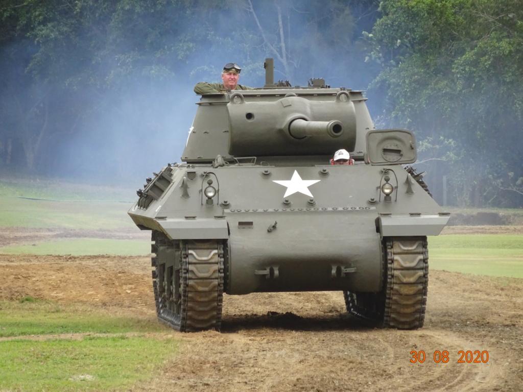 running ww2 tanks Dsc00718