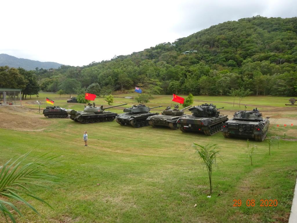 running ww2 tanks Dsc00719