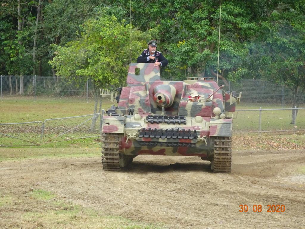 running ww2 tanks Dsc00720