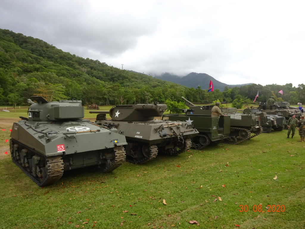 running ww2 tanks Dsc00722