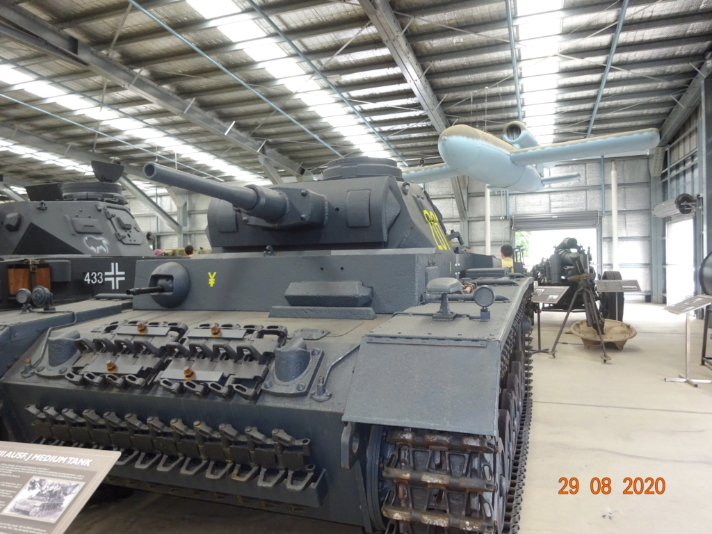 running ww2 tanks Dsc00726