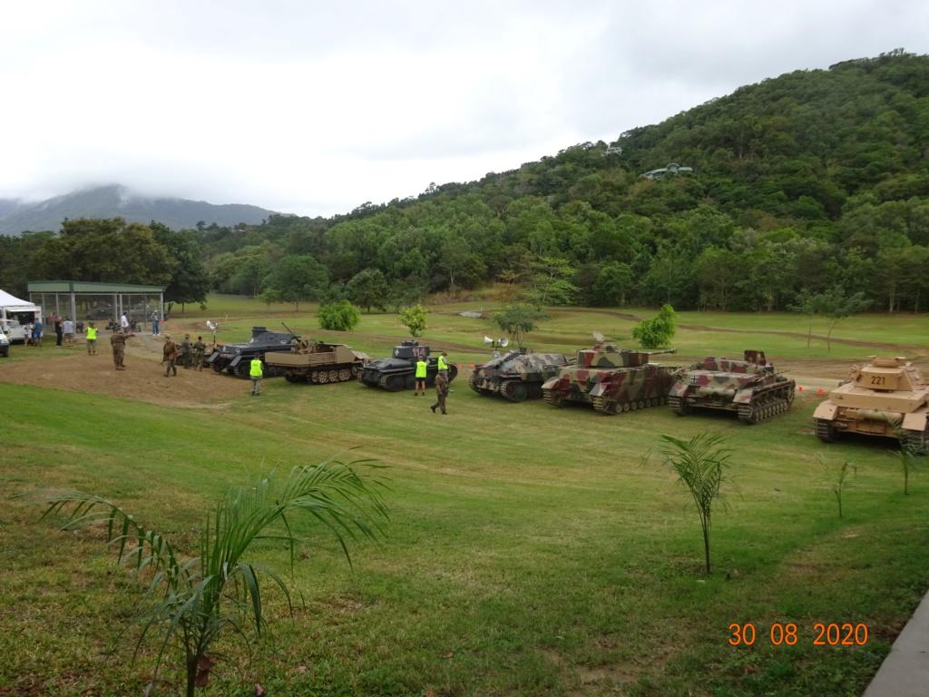 running ww2 tanks Dsc00728