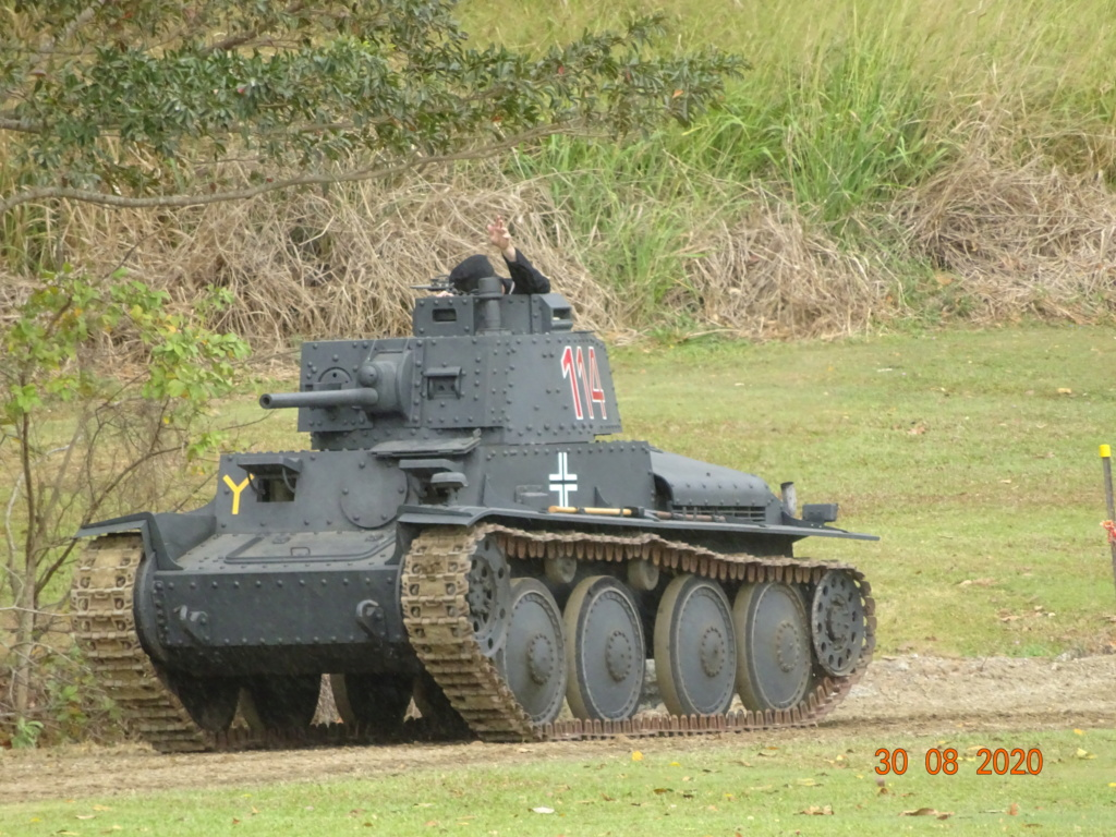 running ww2 tanks Dsc00731