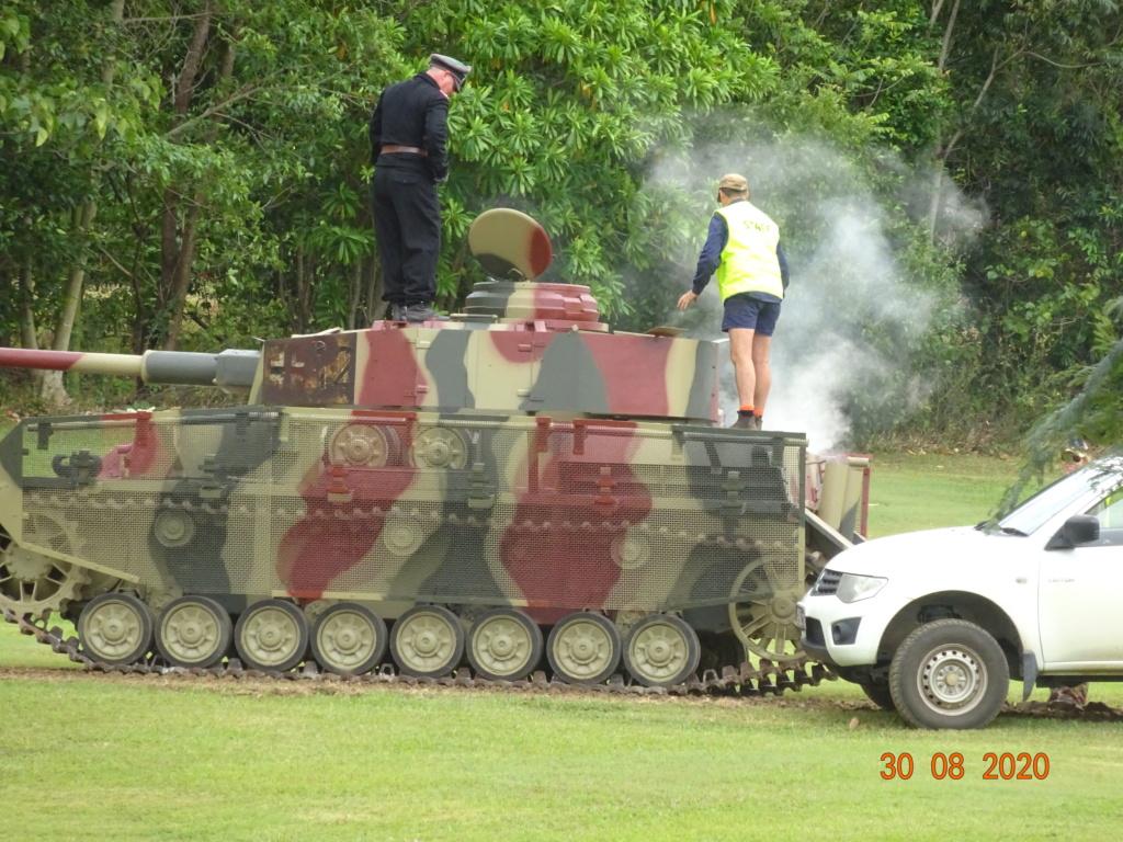 running ww2 tanks Dsc00732