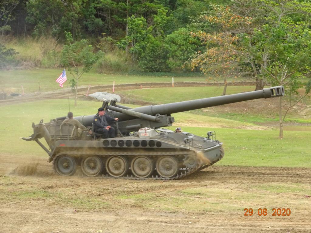 running ww2 tanks Dsc00735