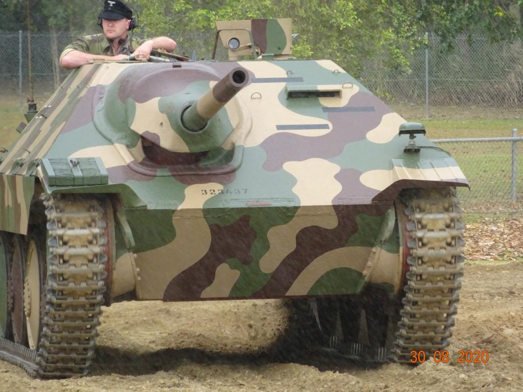 running ww2 tanks Dsc00810
