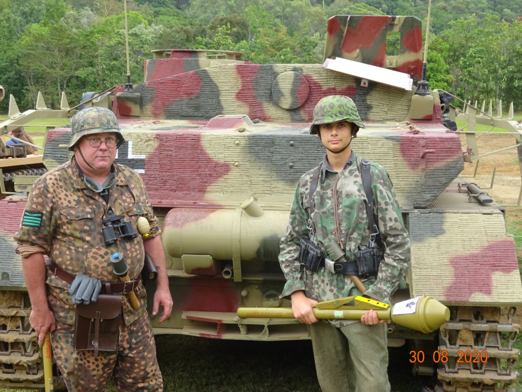 running ww2 tanks Dsc00812