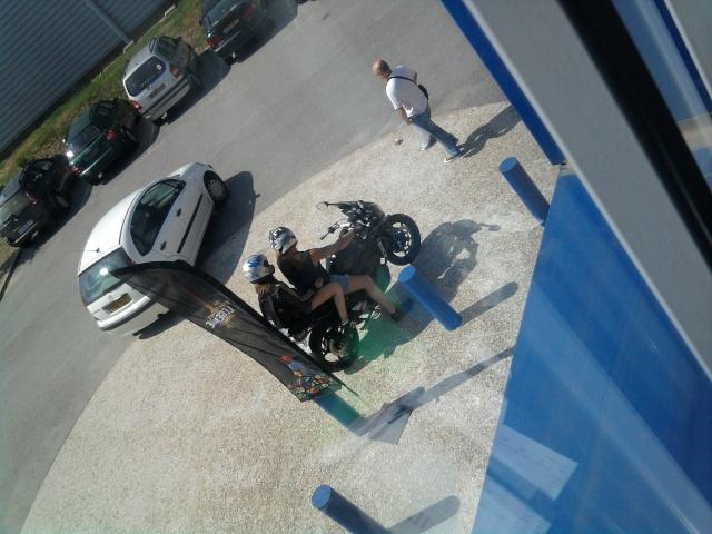 """[PHOTOS] le motard """"kéké"""" ou inconscient  2010-015"""
