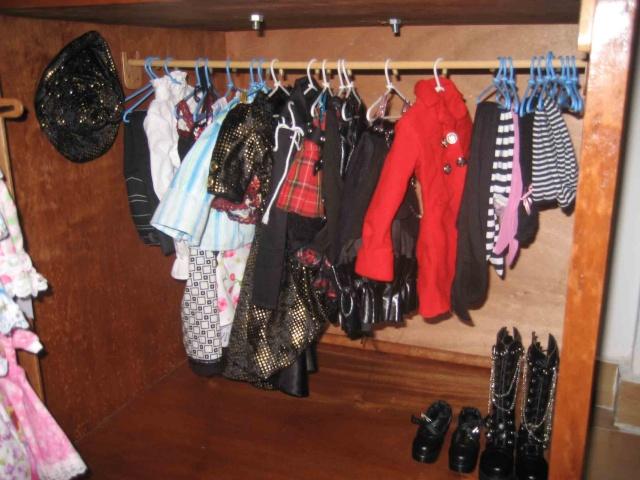 vitrine pour poupée /dressing Vitrin14