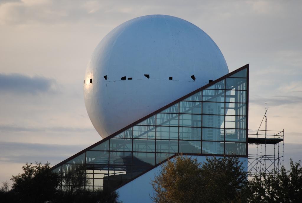 Boule du Futuroscope : démontage, reconstruction, scénographie (2012-2014) - Page 5 Dsc_0314