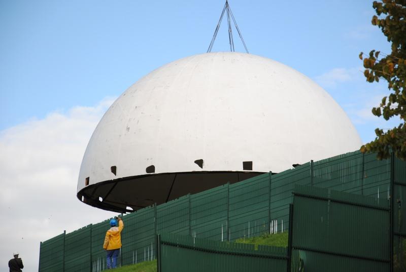 Boule du Futuroscope : démontage, reconstruction, scénographie (2012-2014) - Page 7 Dsc_0510