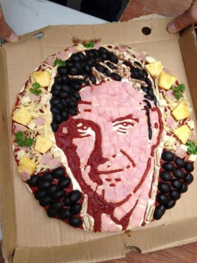 Hungry?  Here's the Clooney pizza! Pizza_10