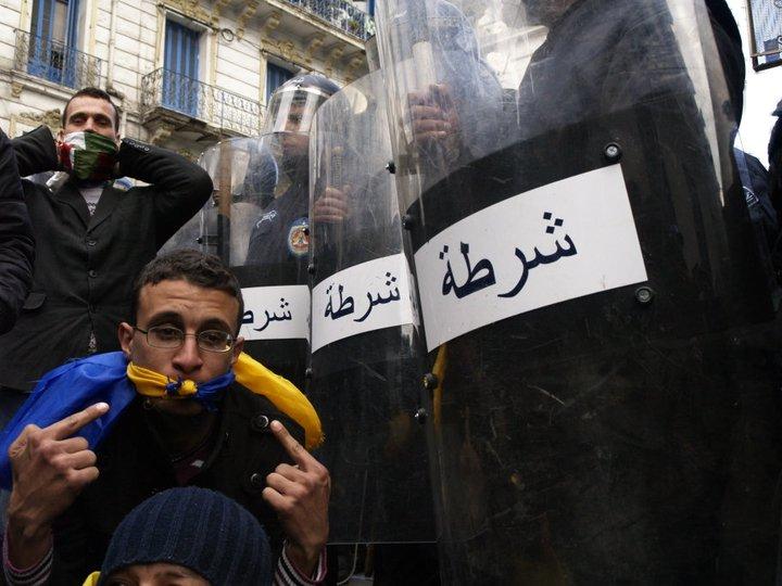 Photos de la marche réprimée du 22 janvier 2011  16363610