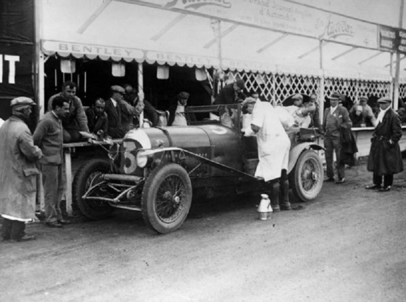 Autoworld - Bentley : 100 ans dans le mouvement ! - Page 2 Bentle18