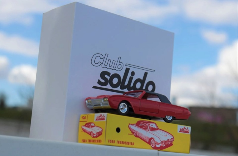 N°7 Ford Thunderbird  Solido23