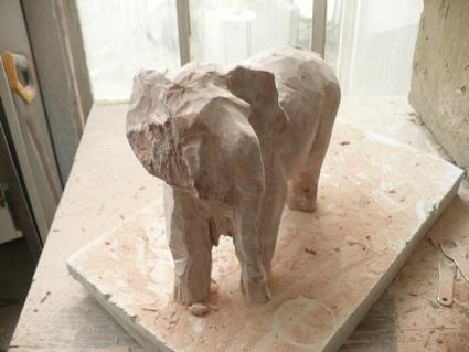 Eléphant en cours (Marbre) P1000517