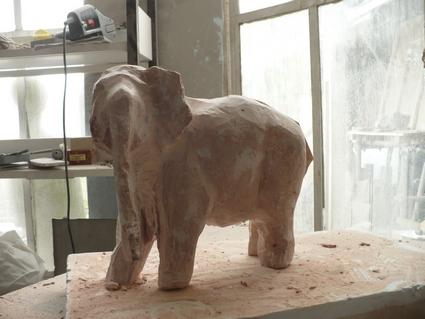 Eléphant en cours (Marbre) P1000519