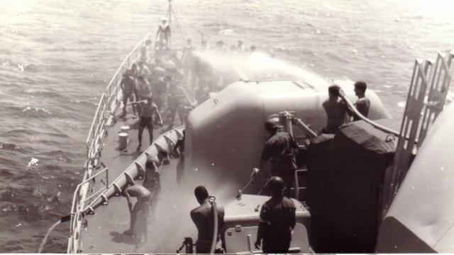 [ Les traditions dans la Marine ] LE PASSAGE DE LA LIGNE - ÉQUATEUR (Sujet unique) - Page 5 Passag10