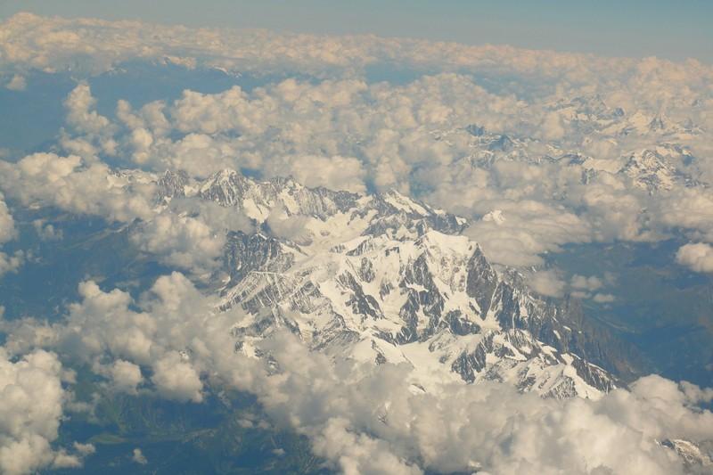 La chaine des Alpes en avion (nouvelles photos) P1060414