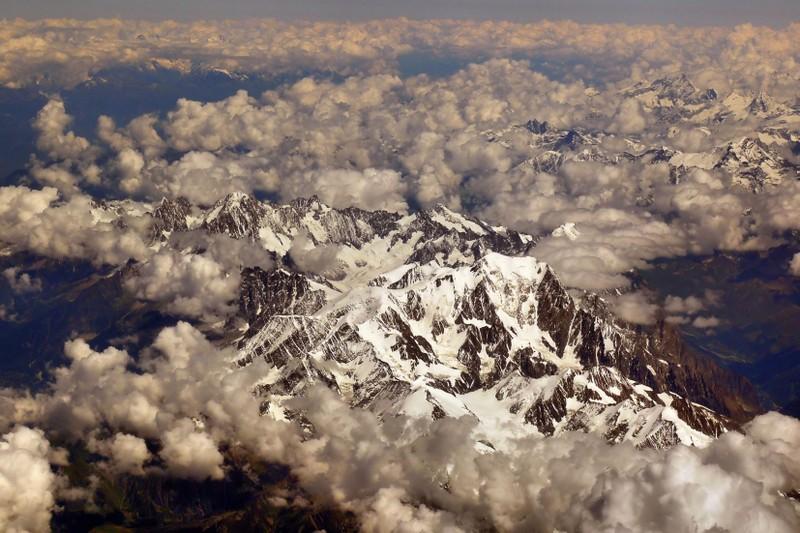 La chaine des Alpes en avion (nouvelles photos) P1060415