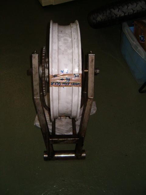 BEAU GOMMARD POUR VRAIE MACHINE DE COURSE Hpim5013