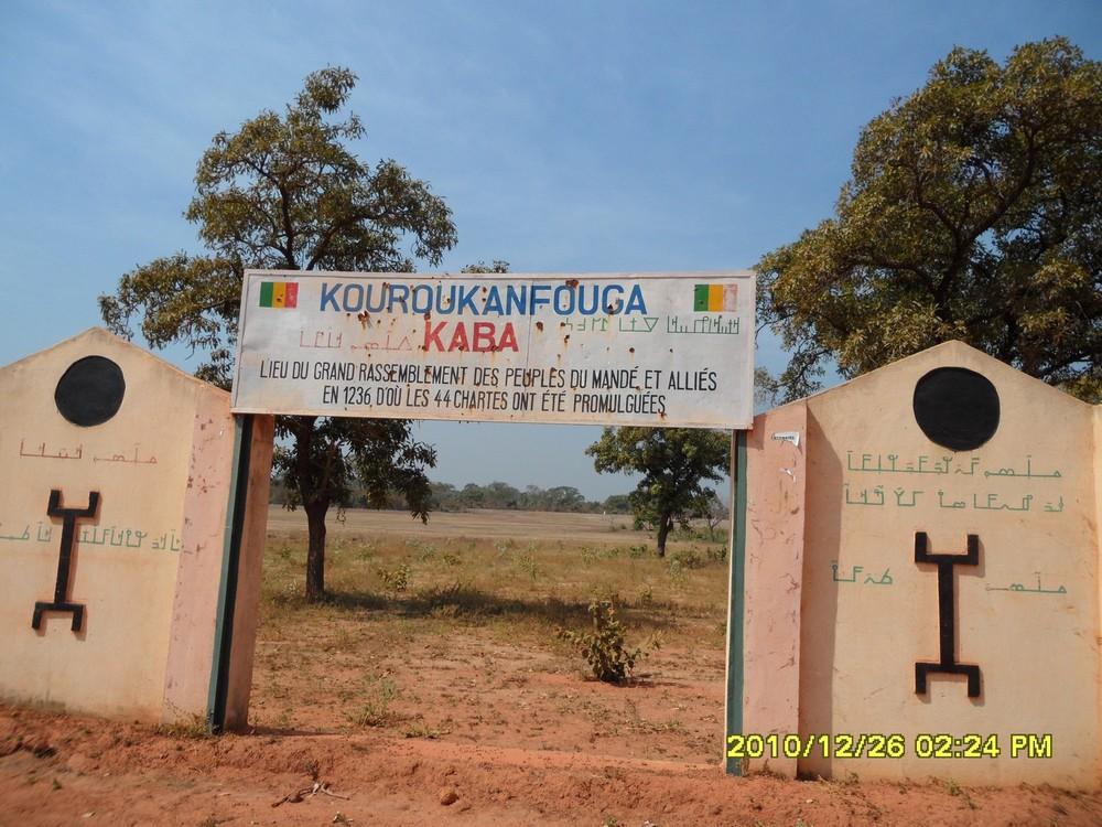 [MALI] - Petit défi photo - Une page d'histoire étonnante ! (La charte de Kouroukan Fouga signée à Kangaba) 030511