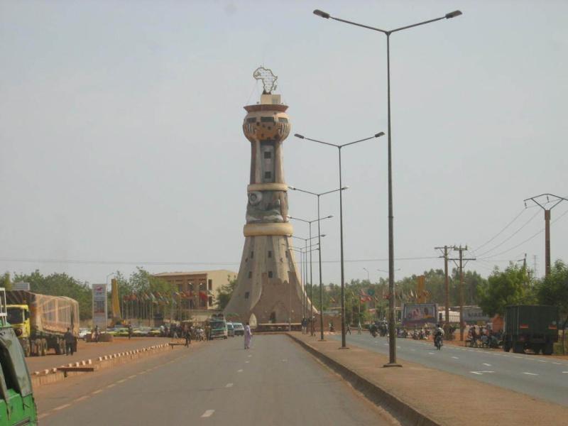 [MALI] - Les monuments sur les ronds-points de Bamako - Page 2 79861810
